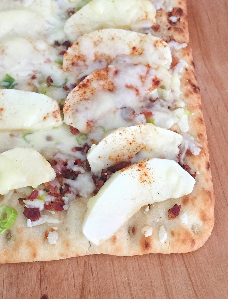 Apple Bacon and Maple Syrup Flatbread Pizza